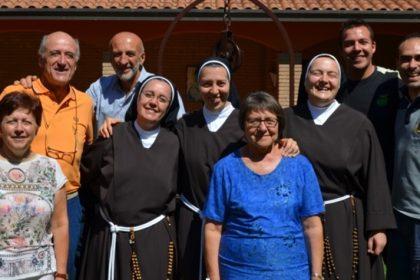 Suor Francesca e suor Margherita con familiari e amici